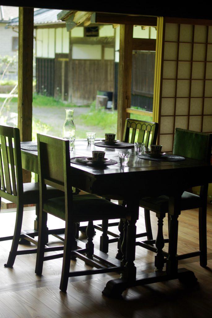 芳泉茶寮の板間